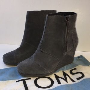 Toms Gray Suede Booties Zip Ankle Wedge Boots W 9